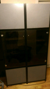 2 free cabinets /armoires à donner