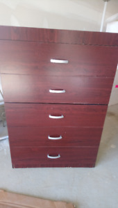 Chest of Drawers in Cherry