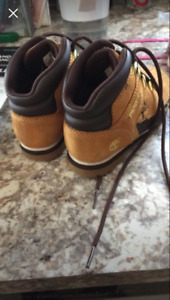 Chaussure timberland  pour petit , grandeur 10