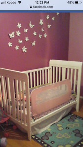 SOLD *******4 in 1 crib Excellent condition. (No mattress)