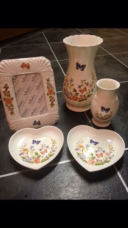 Aynsley Cottage Garden Items For Sale Hearts Frame And Vase In
