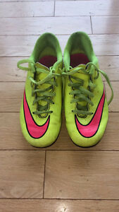 Nike Soccer Cleats- Size 3Y