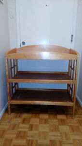 Changing table with 2 changed pads and safety strap