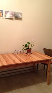 Beautiful Large Wooden Table/ Grande Table en Bois