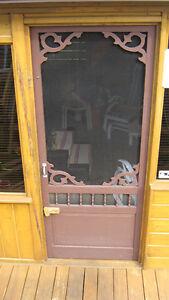 porte de bois avec moustiquaire  50$ comme neuve