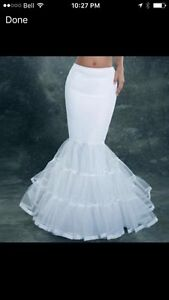 White Crinoline (for mermaid/trumpet style) London Ontario image 1