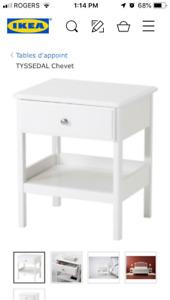 Table de chevet IKEA TYSSEDAL - comme neuve!