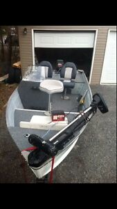 1998 14ft side console fishing boat
