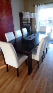Huit (8) chaises de Maison Corbeil