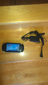 PSP Fat 4 GB fifa 14 + Nhl 07 seulement 20$ !!