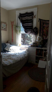 2 rooms available in student house