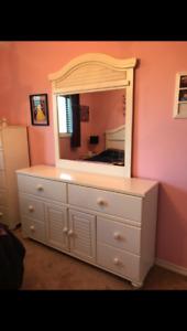 Dressers, Headboard & Mirror Set
