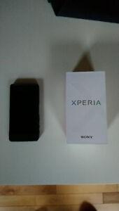 Sony Xperia F5121 très bon état