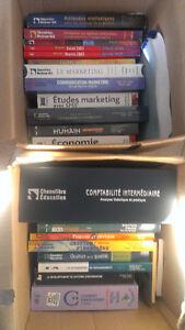 2 boites de livres de l'université de Moncton (administration)