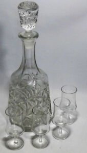 Liquid Decanter Glass Vintage Looking w 4 Shooter Glasses Incl.