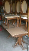 oak expandable table and 6 chairs
