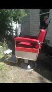 PRICE REDUCED! Very cool vintage barber chair for sale Regina Regina Area image 4