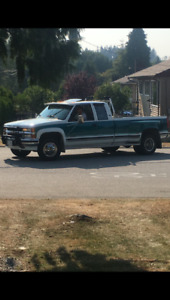 100,000KMS MINT CHEVY DUALLY!!! ELDERLY DRIVEN