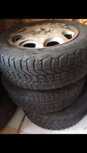 4 winter tires with rim 215/60R16