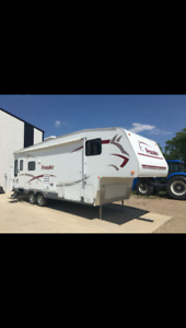 For Sale: 2006 Prowler 5th Wheel Camper-Excellent Condition