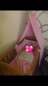 Babies swinging crib