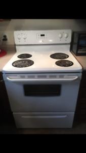 Cuisinière, réfrigérateur, lave-vaisselle et hotte