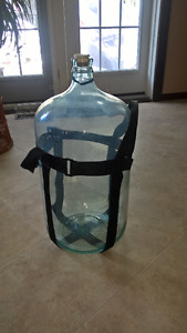 Glass Water/Wine Jug with Adjustable Harness (20 L)