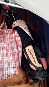 Womens left handed golf clubs and Taylor Made golf bag!