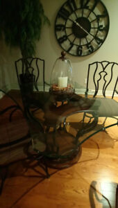 Kitchen Table with Glass Top and four chairs