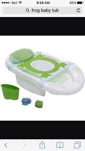 Frog baby bath tub