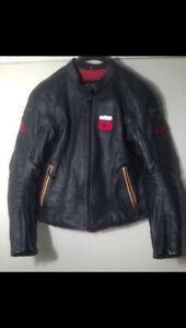 Leather motorcycle jacket ladies. Womans medium fits size 6.