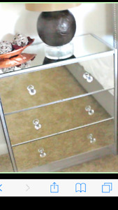 Mirrored nightstands/ meubles en miroir