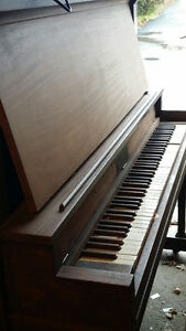 Free Piano (Yonge and Finch)