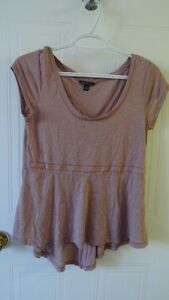 Womens brand name clothing (size S-L) $5/item except for 2 Saint-Hyacinthe Québec image 5