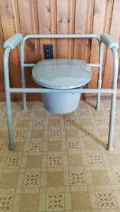 Commode chair & bathtub adjustable bench