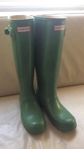 Women's size 8 Green Hunter boots
