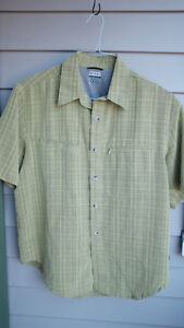The Colombia Men's Short Sleeve Button Front Shirt SIZE M