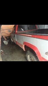 GMC  92 2500 4x4 diesel for parts