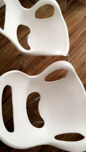 Stackable Umbra Chairs (white)