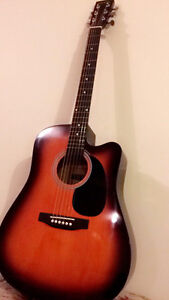 Acoustic Guitar, in very good shape, BARELY USED