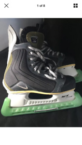 Nike Quest size 5D hockey skates excellent condition incl guards