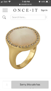 Stone gold ring