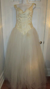 Work At Home~How To Start A Rental Wedding Gown Business Booklet Gatineau Ottawa / Gatineau Area image 1