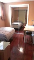 **Fully Furnished room close to U of C, no lease require****