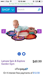 Tummy time mat with body rotator