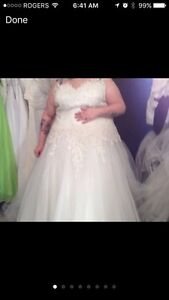 Beautiful wedding dress looking for the perfect bride!
