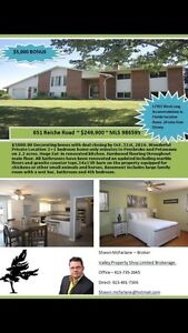Under appraised value!! Country acreage!