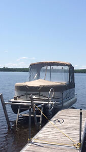 Pontoon Boat with lift for sale