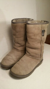 WARMBAT AUSTRALIA - women boots size 7 or 38