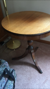 Antique solid wood round table